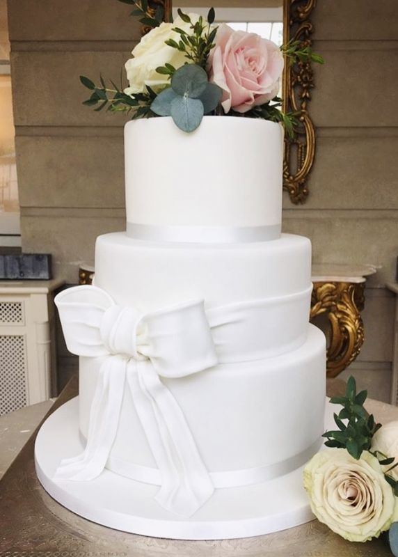 Classic Sugar Bow Cake
